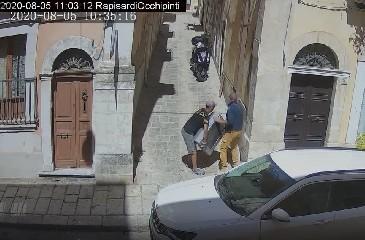 https://www.ragusanews.com//immagini_articoli/15-09-2020/1600168859-cassi-pubblica-le-foto-di-chi-abbandona-materassi-in-centro-a-ragusa-4-240.jpg