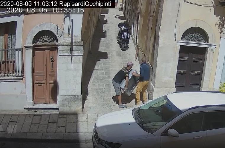 https://www.ragusanews.com//immagini_articoli/15-09-2020/1600168859-cassi-pubblica-le-foto-di-chi-abbandona-materassi-in-centro-a-ragusa-4-500.jpg