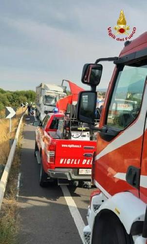 https://www.ragusanews.com//immagini_articoli/15-09-2020/1600186062-incidente-tra-due-mezzi-pesanti-un-morto-1-500.jpg