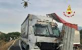 https://www.ragusanews.com//immagini_articoli/15-09-2020/incidente-tra-due-mezzi-pesanti-un-morto-100.jpg