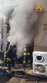 https://www.ragusanews.com//immagini_articoli/15-09-2021/1631701943-ispica-fuoco-in-garage-i-pompieri-di-modica-evitano-il-peggio-foto-1-280.jpg