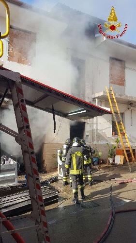 https://www.ragusanews.com//immagini_articoli/15-09-2021/1631701946-ispica-fuoco-in-garage-i-pompieri-di-modica-evitano-il-peggio-foto-3-500.jpg