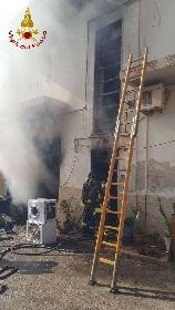 https://www.ragusanews.com//immagini_articoli/15-09-2021/1631701947-ispica-fuoco-in-garage-i-pompieri-di-modica-evitano-il-peggio-foto-4-280.jpg