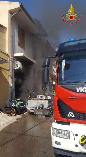 https://www.ragusanews.com//immagini_articoli/15-09-2021/1631701948-ispica-fuoco-in-garage-i-pompieri-di-modica-evitano-il-peggio-foto-5-500.jpg
