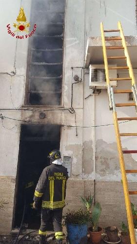 https://www.ragusanews.com//immagini_articoli/15-09-2021/1631701951-ispica-fuoco-in-garage-i-pompieri-di-modica-evitano-il-peggio-foto-7-500.jpg
