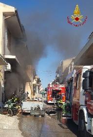 https://www.ragusanews.com//immagini_articoli/15-09-2021/1631701953-ispica-fuoco-in-garage-i-pompieri-di-modica-evitano-il-peggio-foto-8-280.jpg