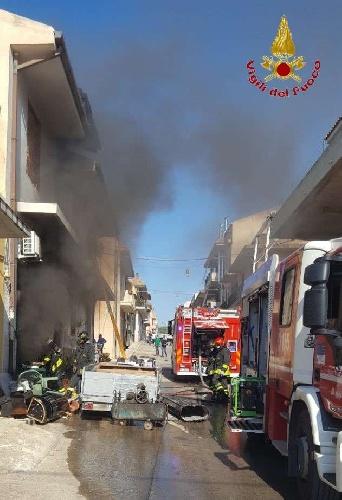 https://www.ragusanews.com//immagini_articoli/15-09-2021/1631701953-ispica-fuoco-in-garage-i-pompieri-di-modica-evitano-il-peggio-foto-8-500.jpg
