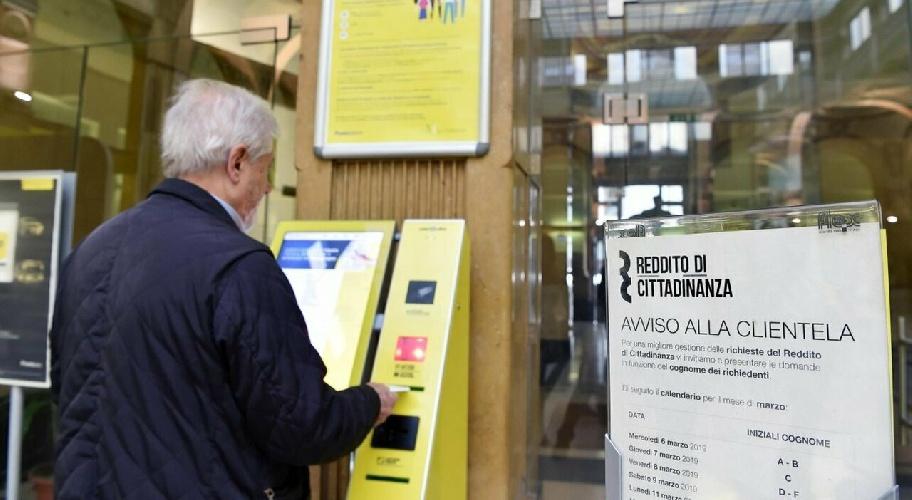 https://www.ragusanews.com//immagini_articoli/15-09-2021/a-ragusa-il-reddito-di-cittadinanza-siciliano-piu-basso-547-euro-mensili-500.jpg