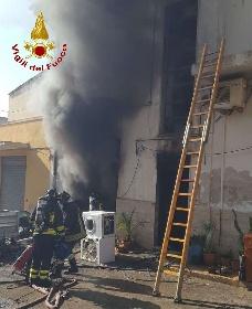 https://www.ragusanews.com//immagini_articoli/15-09-2021/ispica-fuoco-in-garage-i-pompieri-di-modica-evitano-il-peggio-foto-280.jpg