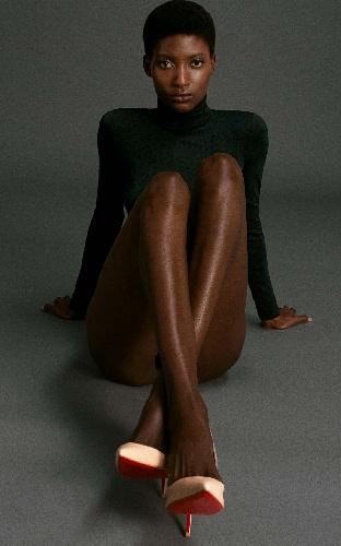 https://www.ragusanews.com//immagini_articoli/15-09-2021/l-esclusiva-collezione-nude-di-louboutin-per-mytheresa-500.jpg
