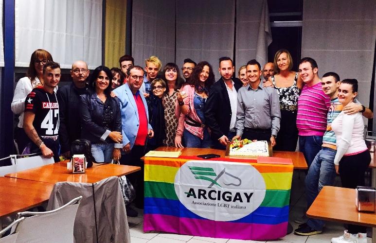 http://www.ragusanews.com//immagini_articoli/15-10-2015/l-arcigay-siamo-noi-500.jpg