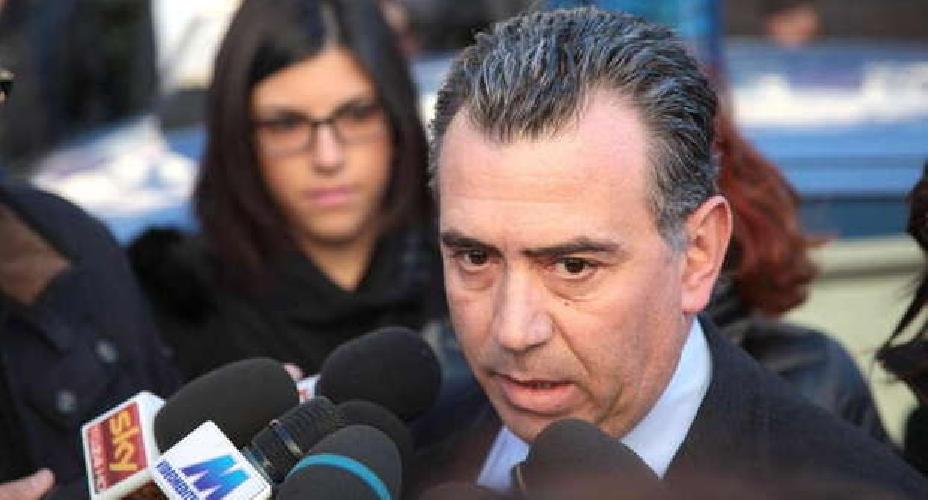 http://www.ragusanews.com//immagini_articoli/15-10-2015/loris-avvocato-veronica-intercettato-una-puntata-dalla-d-urso-3500-euro-500.jpg