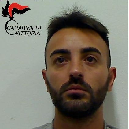 http://www.ragusanews.com//immagini_articoli/15-10-2016/la-cocaina-negli-slip-arrestato-nunzio-carnemolla-420.jpg