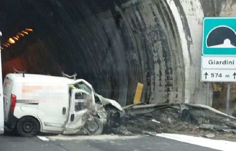 https://www.ragusanews.com//immagini_articoli/15-10-2018/incidente-morto-catania-messina-500.jpg
