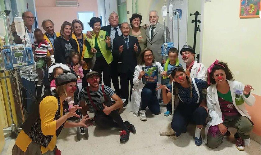 https://www.ragusanews.com//immagini_articoli/15-10-2018/ragusa-clown-pediatria-500.jpg