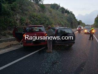 https://www.ragusanews.com//immagini_articoli/15-10-2019/incidente-modica-pozzallo-tre-feriti-traffico-in-tilt-240.jpg