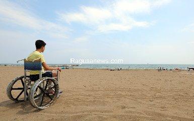 https://www.ragusanews.com//immagini_articoli/15-10-2019/la-mia-vita-sedia-a-rotelle-difficile-ma-pur-una-figata-240.jpg