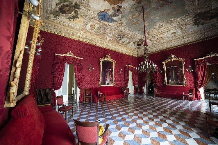 https://www.ragusanews.com//immagini_articoli/15-10-2020/1602747991-le-vie-dei-tesori-occasione-per-visitare-le-grotte-di-chiafura-1-500.jpg