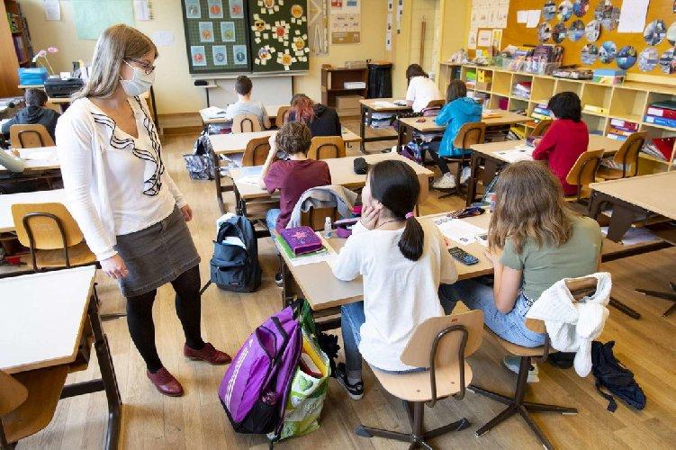 https://www.ragusanews.com//immagini_articoli/15-10-2020/scuola-gia-5-795-studenti-e-1-020-prof-contagiati-500.jpg