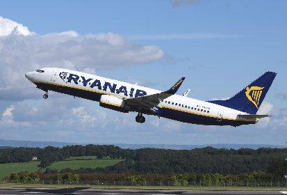 https://www.ragusanews.com//immagini_articoli/15-10-2020/stop-ai-voli-ryanair-e-easyjet-chiudono-le-basi-280.jpg