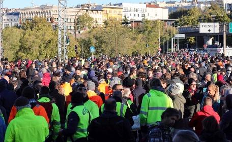https://www.ragusanews.com//immagini_articoli/15-10-2021/green-pass-day-blocchi-e-proteste-in-italia-video-280.jpg
