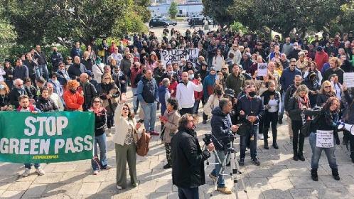 https://www.ragusanews.com//immagini_articoli/15-10-2021/no-green-pass-le-manifestazioni-in-sicilia-video-280.jpg