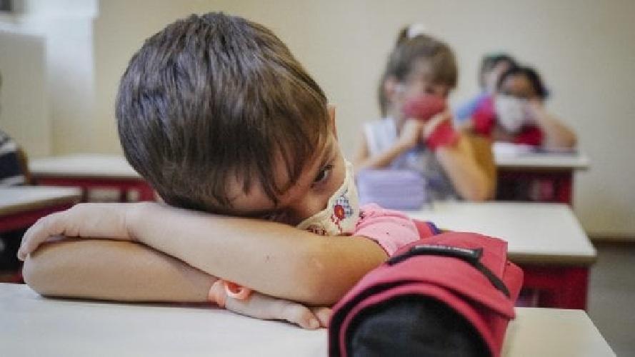 https://www.ragusanews.com//immagini_articoli/15-10-2021/scicli-bambino-positivo-al-covid-genitori-lo-mandano-a-scuola-denunciati-500.jpg