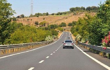 https://www.ragusanews.com//immagini_articoli/15-11-2018/primato-ragusa-catania-strada-pericolosa-sicilia-240.jpg