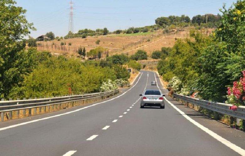 https://www.ragusanews.com//immagini_articoli/15-11-2018/primato-ragusa-catania-strada-pericolosa-sicilia-500.jpg