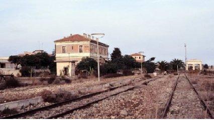 https://www.ragusanews.com//immagini_articoli/15-11-2018/recuperi-ferrovia-vino-240.jpg