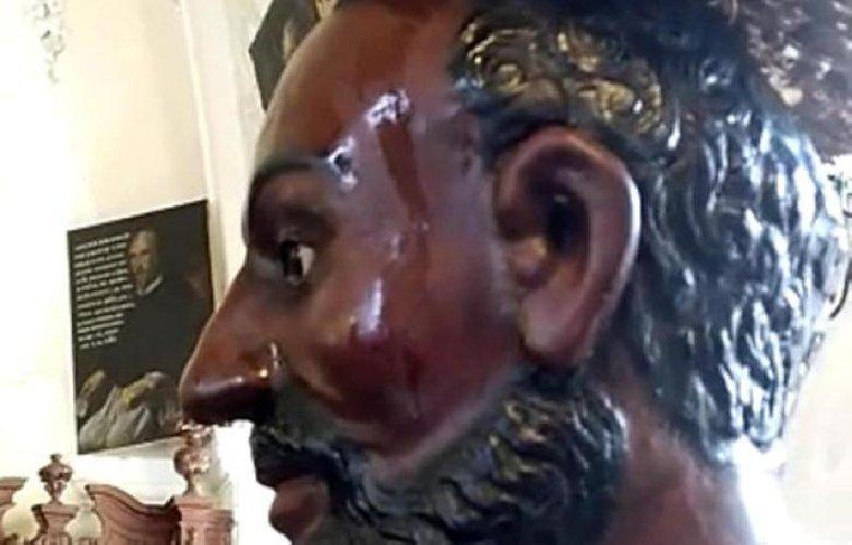 https://www.ragusanews.com//immagini_articoli/15-11-2018/statua-santo-tornata-sudare-500.jpg