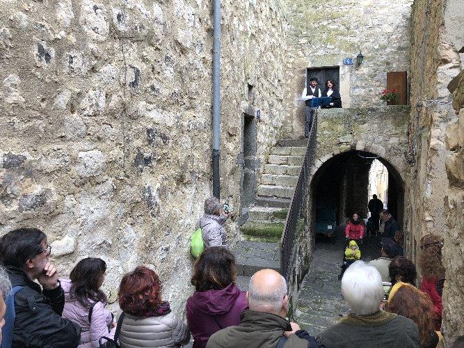 https://www.ragusanews.com//immagini_articoli/15-11-2019/1573830612-per-scoprire-il-miele-di-monterosso-almo-si-festeggia-lautunno-diffuso-1-500.jpg