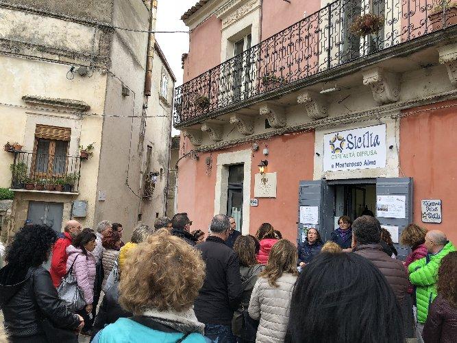 https://www.ragusanews.com//immagini_articoli/15-11-2019/1573830671-per-scoprire-il-miele-di-monterosso-almo-si-festeggia-lautunno-diffuso-1-500.jpg