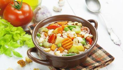 https://www.ragusanews.com//immagini_articoli/15-11-2019/dieta-minestrone-cose-consigli-su-seguirla-240.jpg