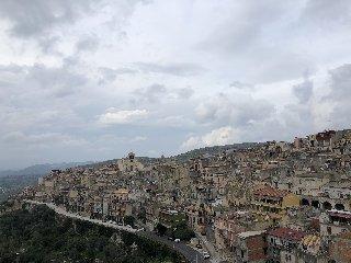 https://www.ragusanews.com//immagini_articoli/15-11-2019/per-scoprire-il-miele-di-monterosso-almo-si-festeggia-lautunno-diffuso-240.jpg