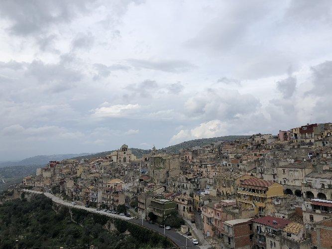 https://www.ragusanews.com//immagini_articoli/15-11-2019/per-scoprire-il-miele-di-monterosso-almo-si-festeggia-lautunno-diffuso-500.jpg