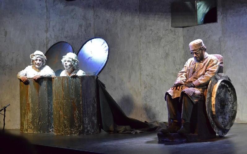 http://www.ragusanews.com//immagini_articoli/15-12-2015/finale-di-partita-in-teatro-a-ragusa-500.jpg