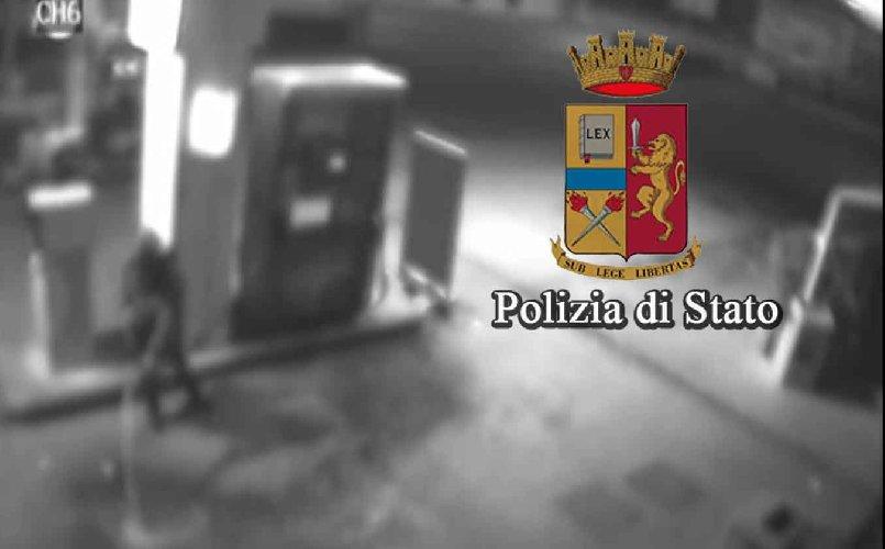 http://www.ragusanews.com//immagini_articoli/15-12-2017/appicca-incendio-pompa-benzina-mancato-resto-euro-500.jpg
