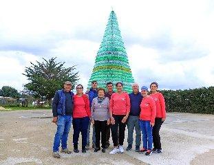 https://www.ragusanews.com//immagini_articoli/15-12-2018/albero-riciclo-santa-croce-240.jpg