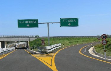 https://www.ragusanews.com//immagini_articoli/15-12-2018/autostrada-siracusa-gela-febbraio-riaprono-cantieri-240.jpg