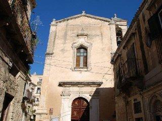 https://www.ragusanews.com//immagini_articoli/15-12-2018/marocchino-ruba-dentro-chiesa-salvatore-modica-240.jpg