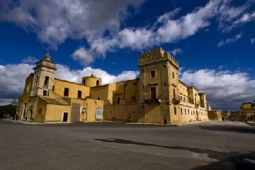 https://www.ragusanews.com//immagini_articoli/15-12-2018/mostra-mercato-castello-biscari-acate-240.jpg