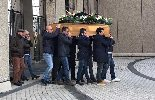 https://www.ragusanews.com//immagini_articoli/15-12-2018/paterno-celebrati-funerali-uomo-ucciso-famiglia-100.jpg