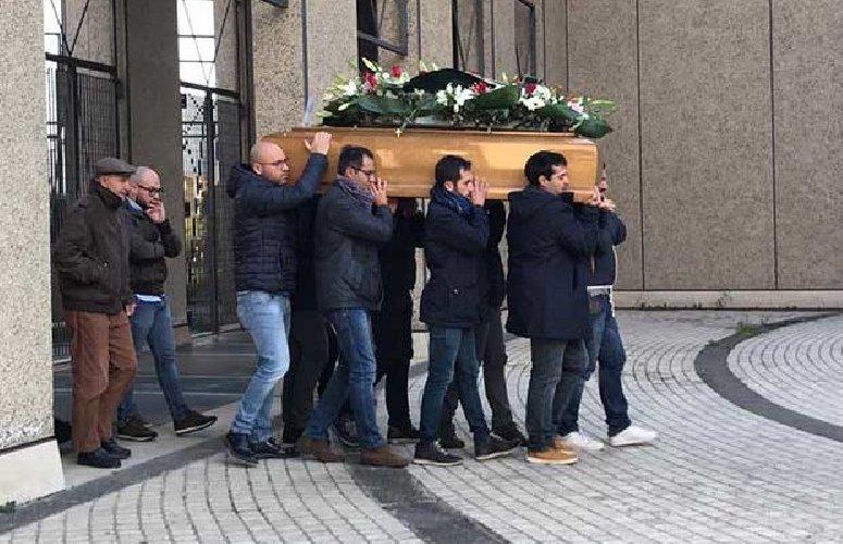 https://www.ragusanews.com//immagini_articoli/15-12-2018/paterno-celebrati-funerali-uomo-ucciso-famiglia-500.jpg