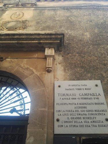 https://www.ragusanews.com//immagini_articoli/15-12-2019/1576417843-castello-di-modica-e-dintorni-luoghi-di-poesia-6-500.jpg