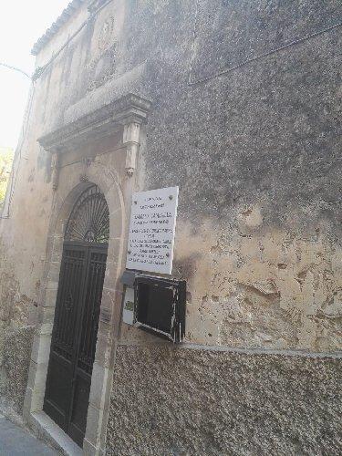 https://www.ragusanews.com//immagini_articoli/15-12-2019/1576417843-castello-di-modica-e-dintorni-luoghi-di-poesia-7-500.jpg