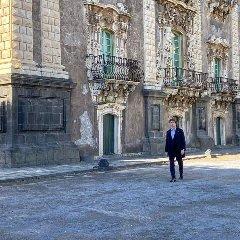 https://www.ragusanews.com//immagini_articoli/15-12-2019/alberto-angela-a-spasso-per-catania-240.jpg