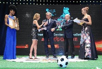 https://www.ragusanews.com//immagini_articoli/15-12-2019/vittoria-premia-il-calcio-che-conta-240.jpg