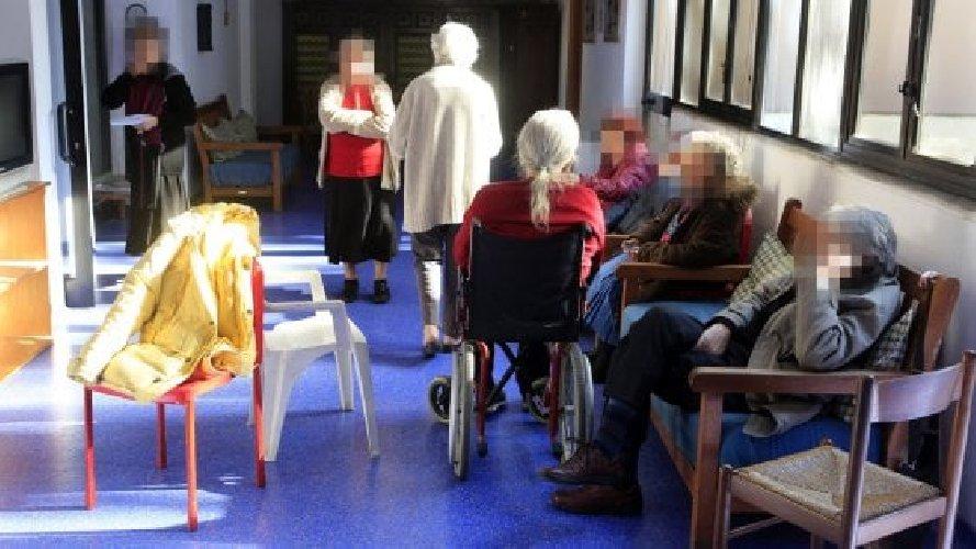 https://www.ragusanews.com//immagini_articoli/15-12-2020/anziani-contagiati-a-modica-asp-nessuna-superficialita-500.jpg