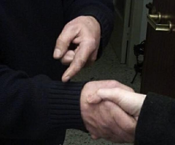https://www.ragusanews.com//immagini_articoli/16-01-2014/truffe-agli-anziani-un-filo-rosso-lega-ispica-a-vittoria-500.jpg